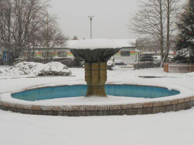 Chlumec - Kašna v parku na náměstí