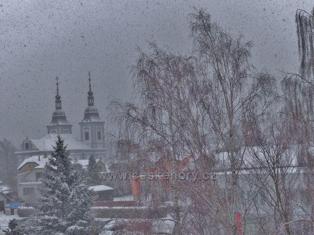 Žamberk - zimní pohled ke kostelu sv. Václava