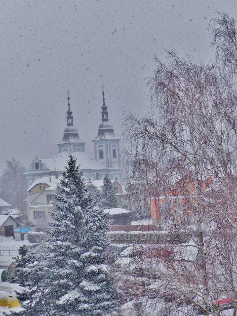 Žamberk - zimní pohled na  kostel sv.Václava
