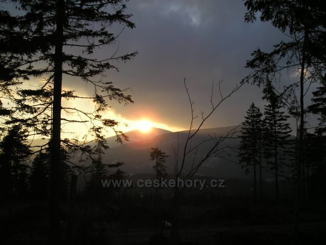 Západ Slunce nad Sněžkou (foceno od Úpy)