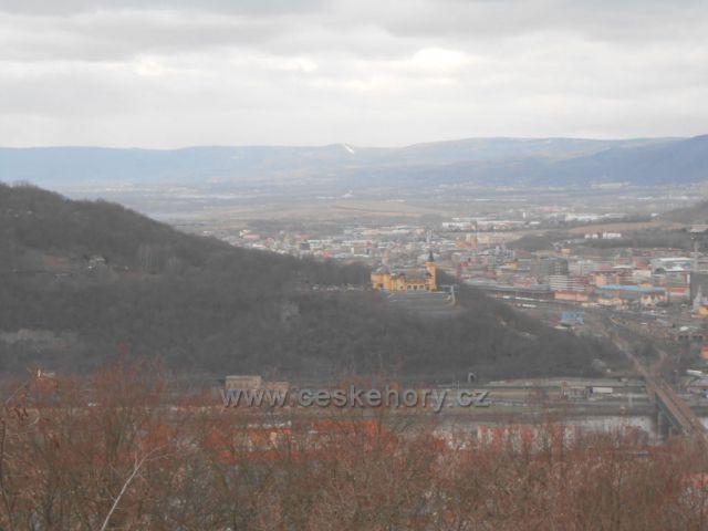 výhled na Krušné hory ze Střekovské vyhlídky