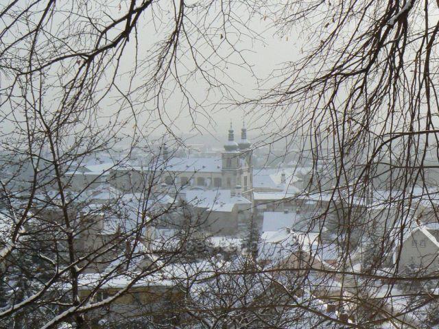 Krupka, výhled od Kalvárie na Baziliku Panny Marie Sedmibolestné