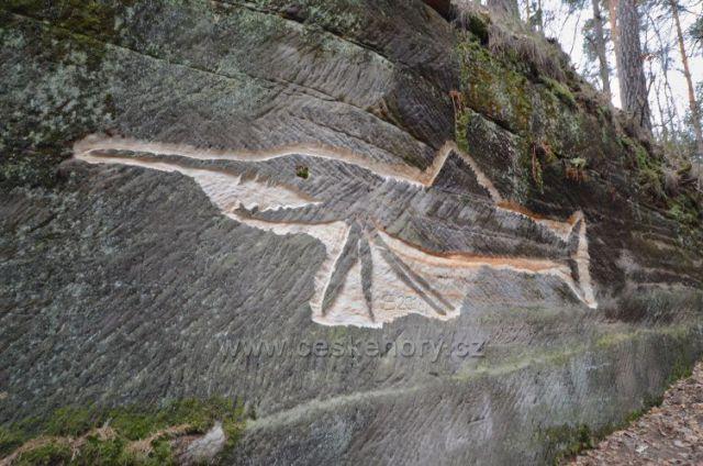 Stezka mezi skalami