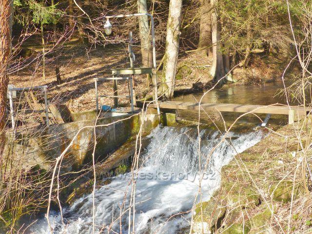 Vodohospodářské zařízení na potoce Malá Morava