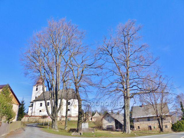 Malá Morava - památník obětem I.světové války před Kostelem Nanebevzetí Panny Marie