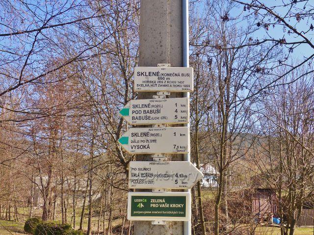 Turistický rozcestník Sklené (konečná bus.) 690 m.n.m.