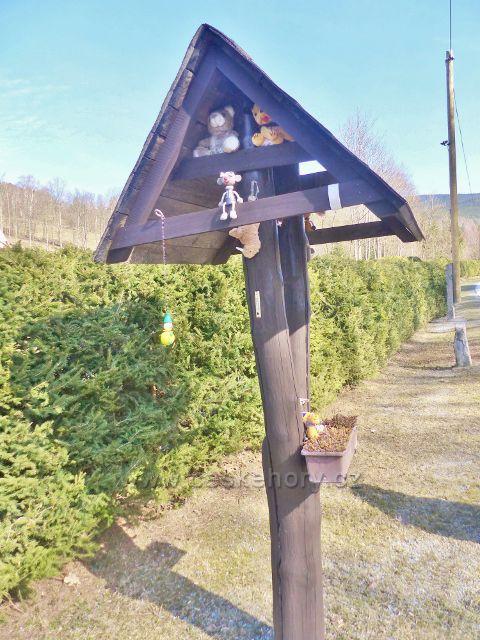 Sklené - zvonička u silnice v horní části osady
