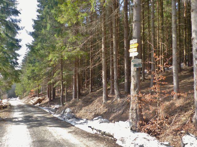 """Sklené - turistický rozcestník """"Kaskády Malé Moravy, 825 m.n.m."""""""