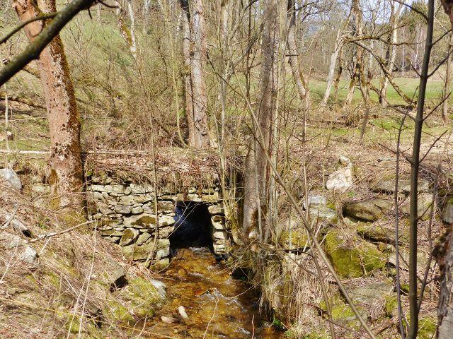 Dolní Morava - mostek přes Mlýnský potok v dolní části údolí