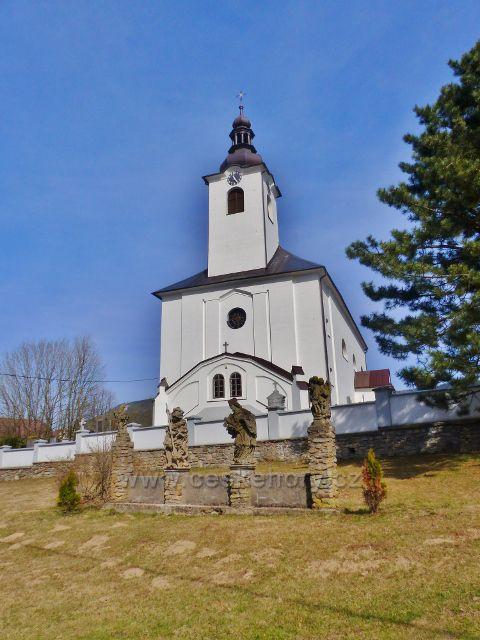 Dolní Morava - sochy čtyř svatých před kostelem sv. Aloise