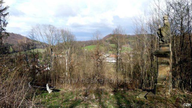 Socha Nejsvětější trojice nad Černovírem