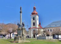 Rokytnice v Orlických horách - Mariánský sloup a kašna v parčíku na náměstí T.G.M.