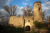 Brána hradu Kostomlaty