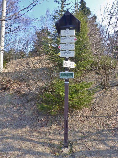 """Turistický rozcestník """"Šerlich(sedlo), 982 m.n.m."""""""