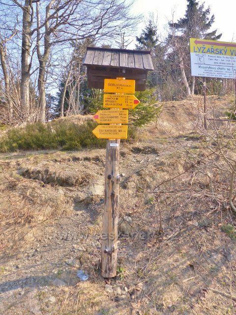 "Cyklistický rozcestník ""Šerlich (sedlo), 982 m.n.m."""