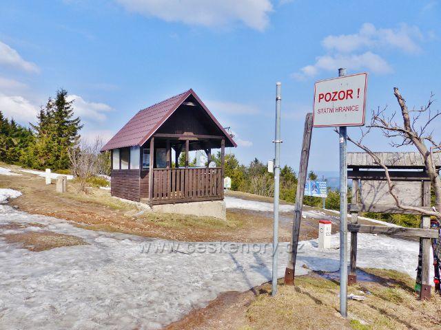 Turistický přístřešek Šerlich je současně i výhledovým místem