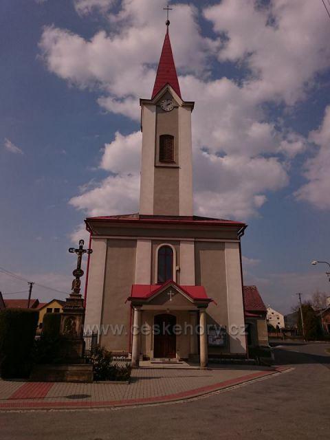 Chromeč - u kostela sv. Jana Nepomuckého