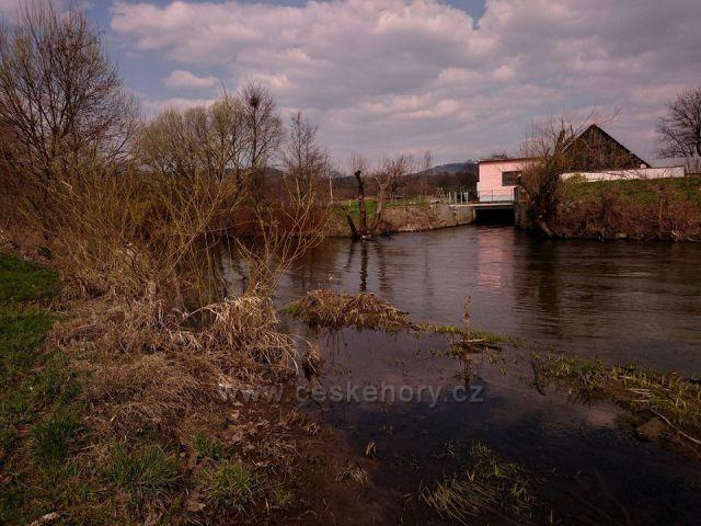 řeka Morava u mlýna