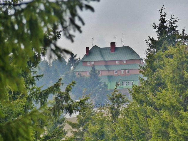 Šerlich - pohled z běžkařské tratě po úbočí Malé Deštné k Masarykově chatě