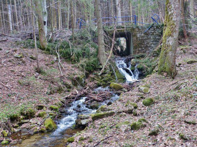 Mostek přes Kamenitý potok