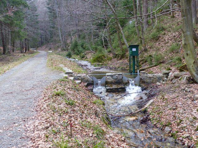 Vodohospodářské měřící zařízení na potoce Poniklec, levostranného přítoku Moravy