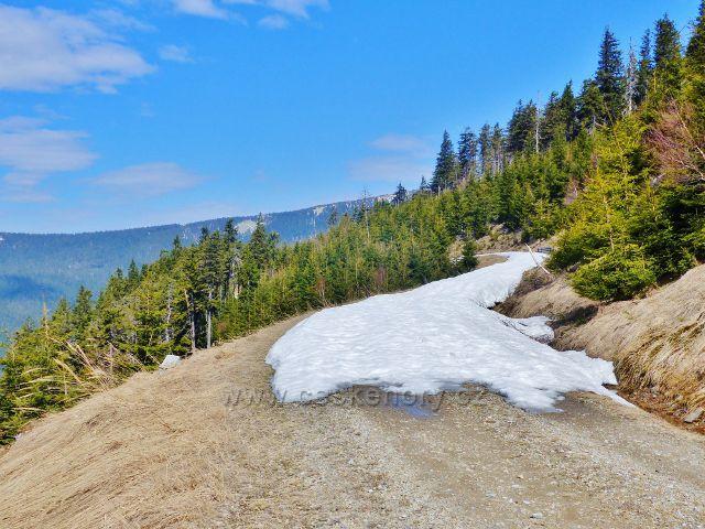 První přerušení souvislé sněhové vrstvy