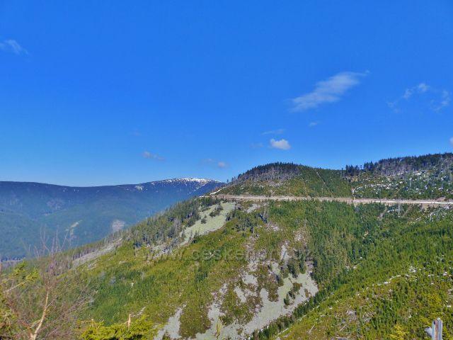Pohled z úbočí Pobělky na horní část údolí V Roklích