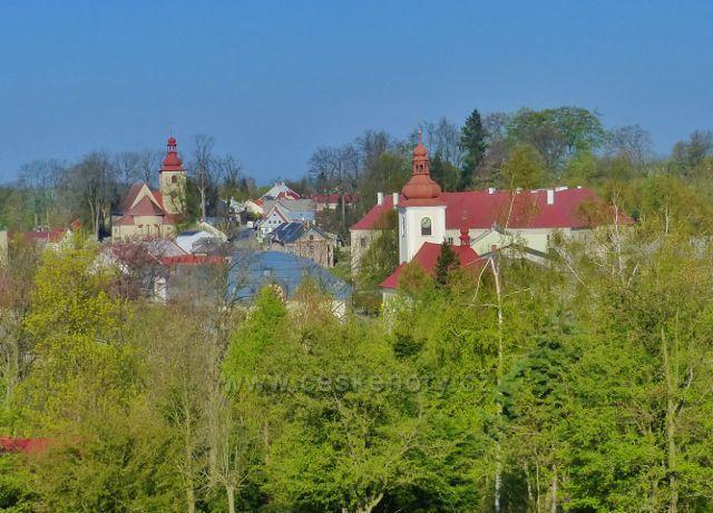 Pohled na střed Rokytnice v O.h. z cesty Nad Koupalištěm