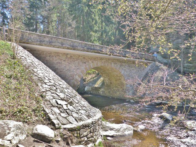 Zemská brána - most přes Divokou Orlici