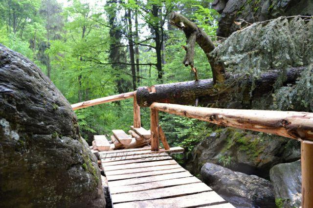 Cestou k vodopádům, opravené schody