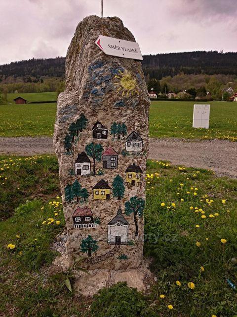 kámen na Centrálním náměstí Vysoká