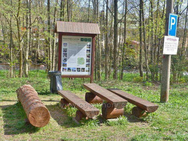 Odpočinkové místo u záchytného parkoviště pro návštěvníku PR Zemská brána nad kláštereckou pilou