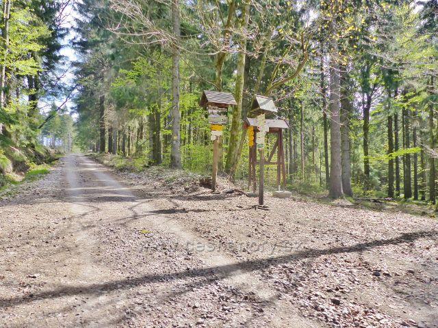 """Turistický rozcestník  """"U Černodolské rezervace, 807 m.n.m."""""""
