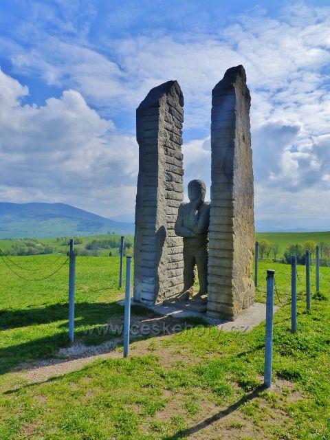 Frantova vyhlídka - socha muže hledícího do dálky - na vrcholu Mariánského kopce(770 m.n.m.)