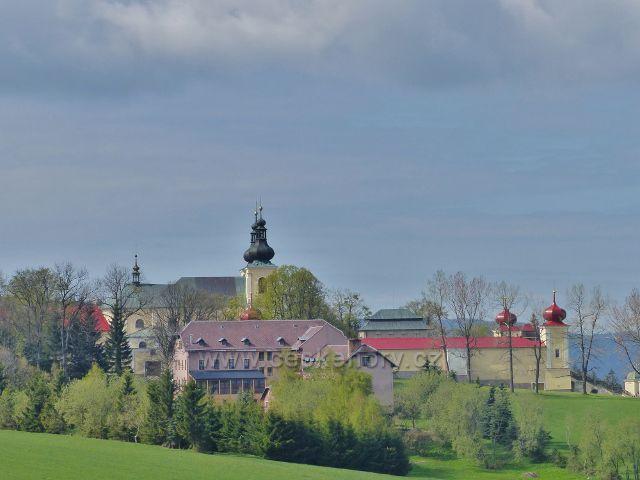 Pohled z Františkovy vyhlídky ke klášteru na Hoře Matky Boží
