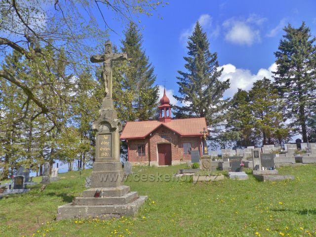 Hřbitov v Dolní Hedeči pod vrcholem Mariánského kopce