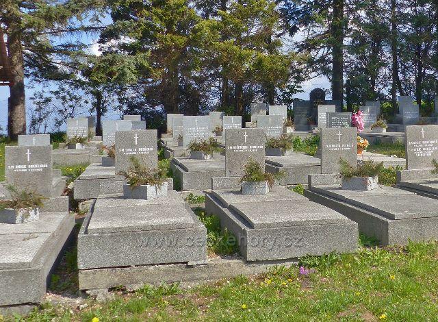 Hřbitov v Dolní Hedeči - hroby někdejších obyvatel kláštera