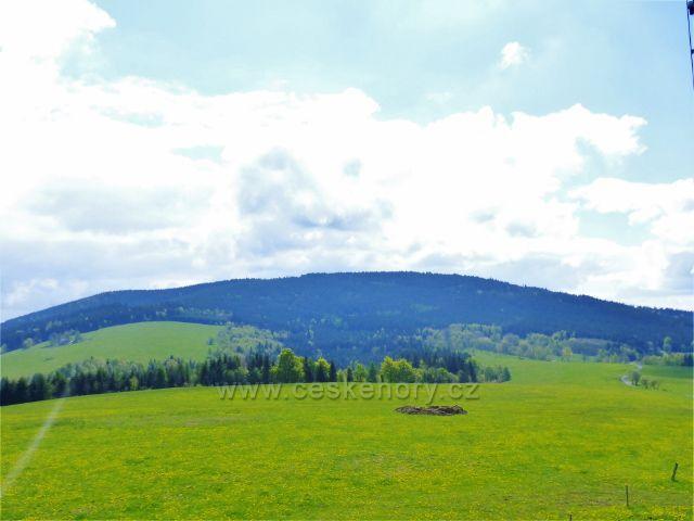 Pohled od rozhledny Val na vrch Jeřáb(1003 m.n.m.)