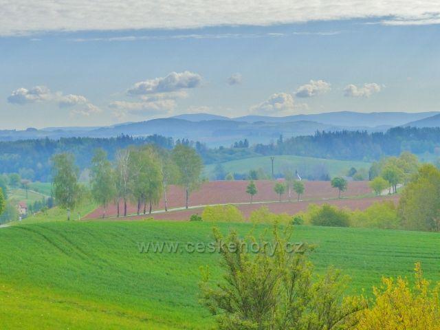 Žampach - pohled z vyhlídky v arboretu na Karlovice
