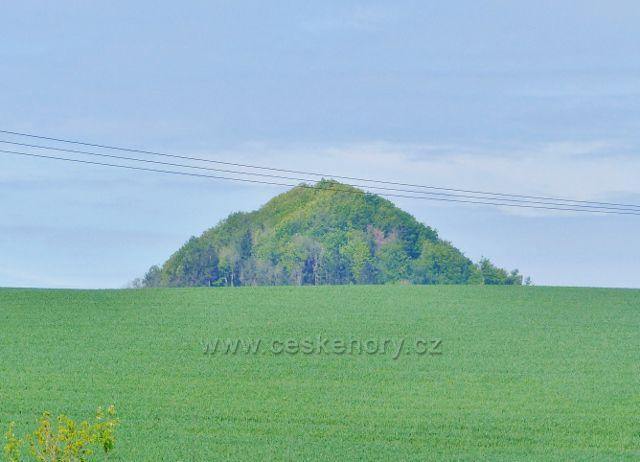 Písečná - pohled z dolního konce obce na Žampach