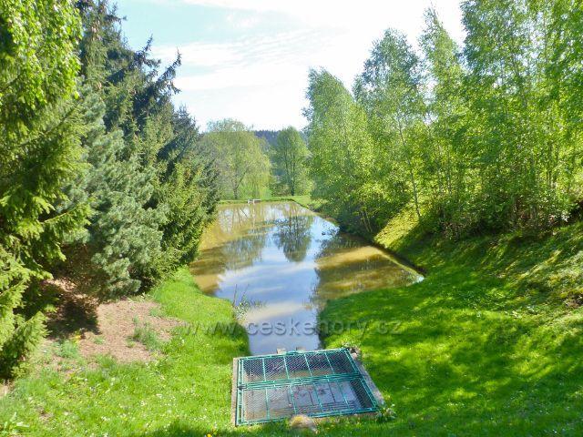 Písečná - rybníček u nové cesty k Žampachu