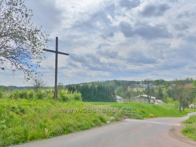 Písečná - dřevěný kříž nad Písečnou u cesty do Žamberka