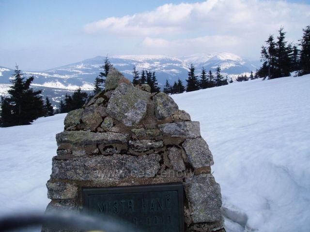 Pomník pod Zlatým návrším