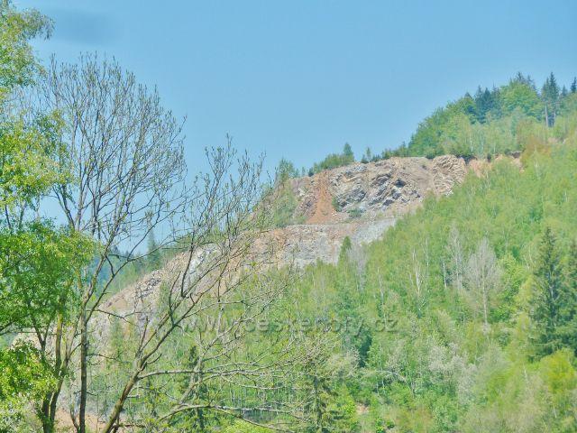 Pohled ke kamenolomu v Hanušovicích
