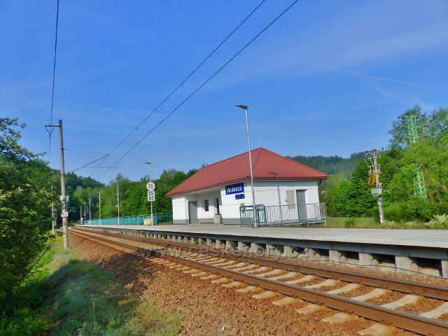 Železniční zastávka Hnátnice na trati z Letohradu do Ústí nad Orlicí