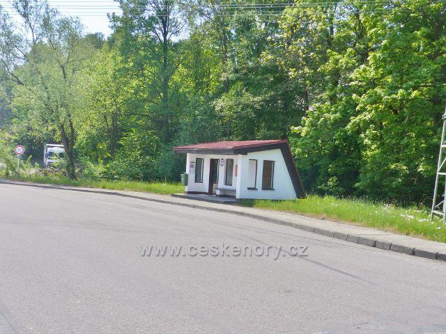 Autobusová zastávka Hnátnice, hostinec