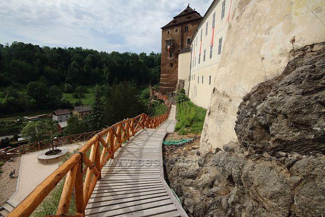 Cesta kolem hradu