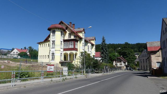 ZŠ 2. stupeň,  někdejší vila rodiny Rösslerovy