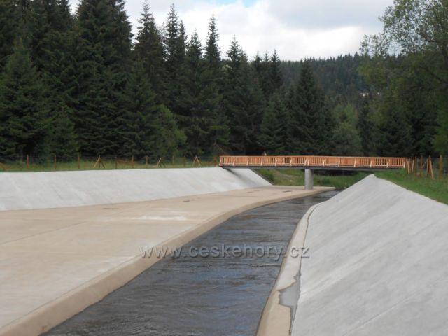 odtoková hráz z přehrady Fláje