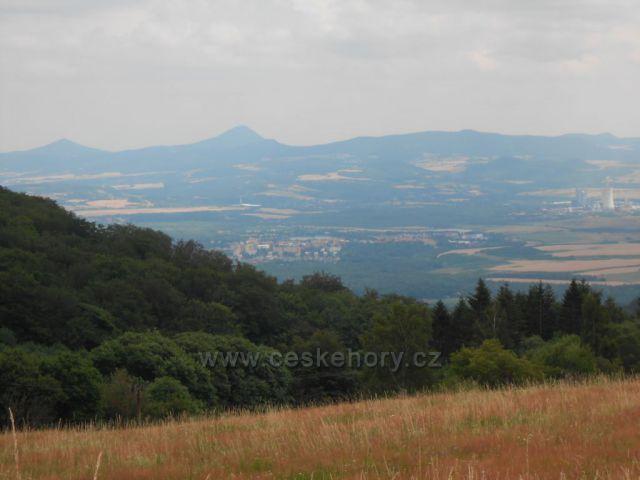 výhled z Dlouhé Louky na České Středohoří